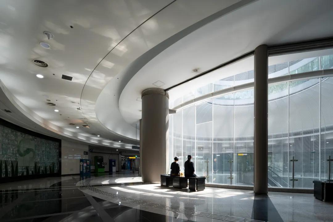 地下空间中,模拟阳光的照明设计